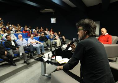 Confertación con el doctor Martín Mora