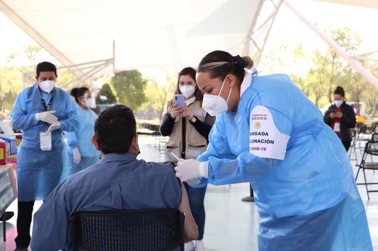 Aplicación de la vacuna Cansino en CUValles