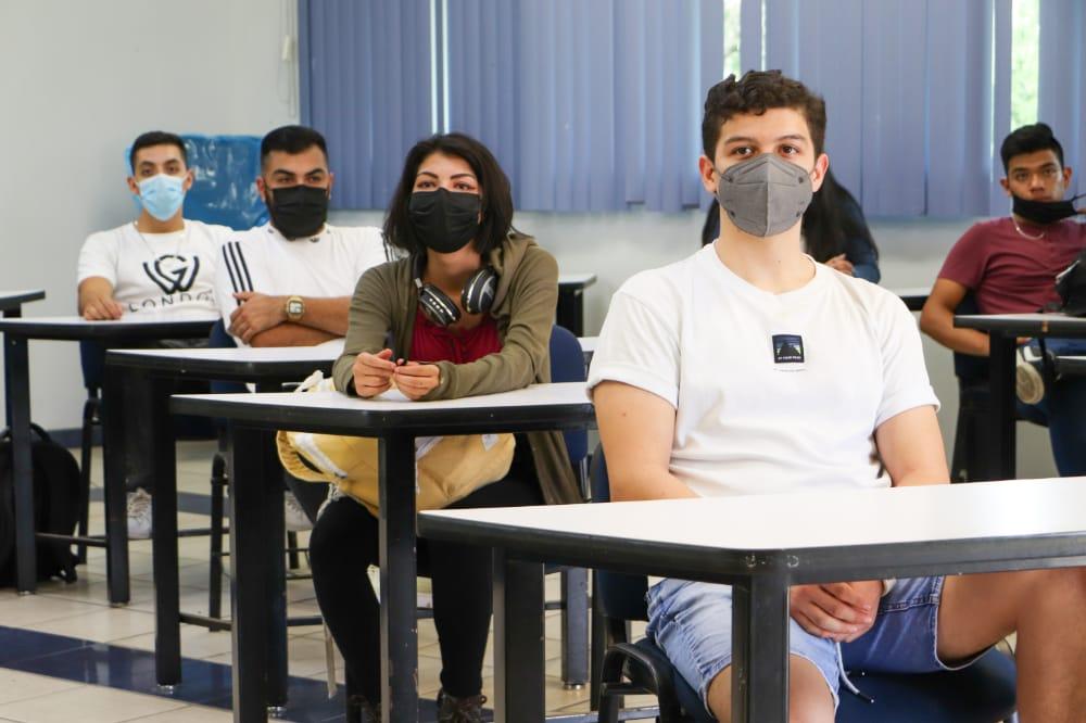 estudiantes en el retorno a las aulas